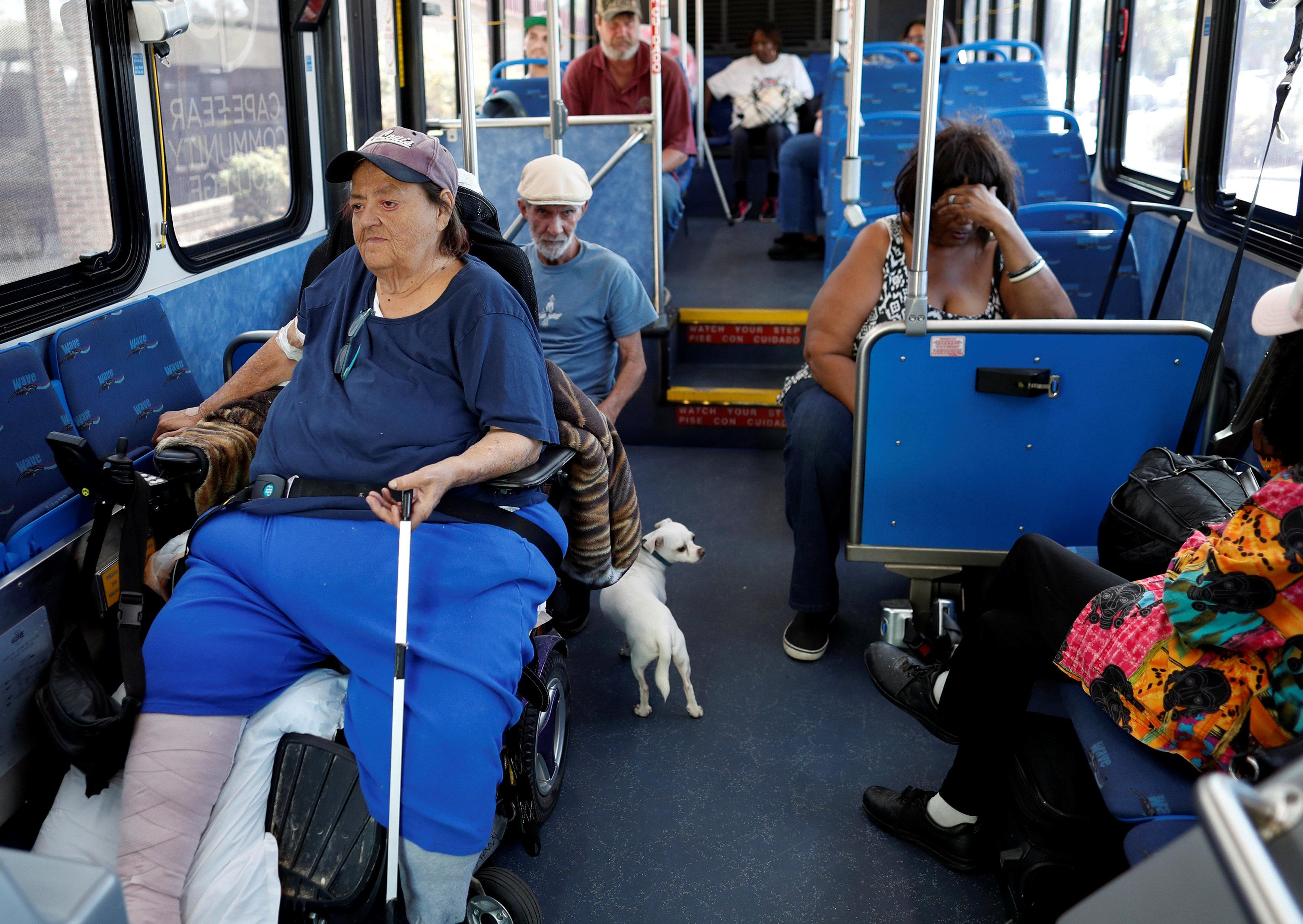Autobuses llevan a la gente a Raleigh, capital de Carolina del Norte.