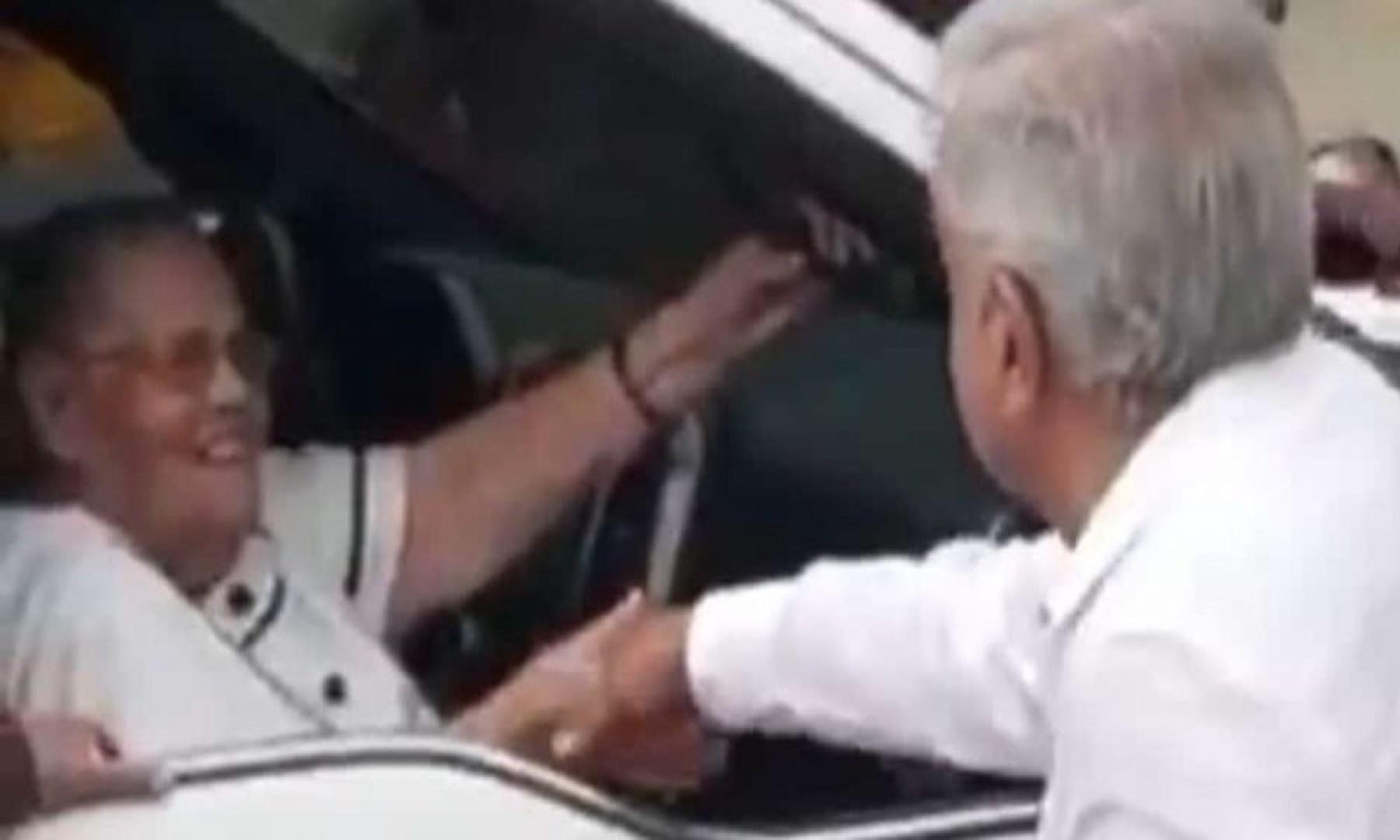 """AMLO acepta haber saludado la mamá del Chapo: """"merece todo mi respeto"""""""