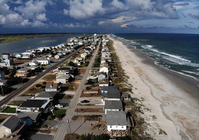 La playa tras la orden de evacuación de los municipios costeros de Carolina del Norte.