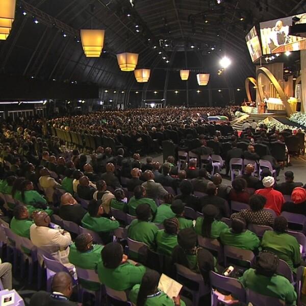 asistentes al funeral de Mandela