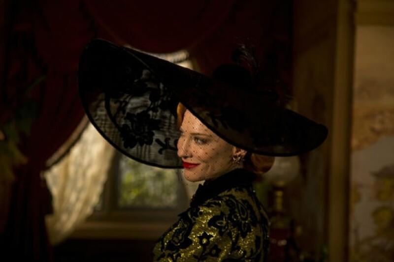 Cate Blanchett, como la madrastra malvada, le hará la vida imposible a Cenicienta.