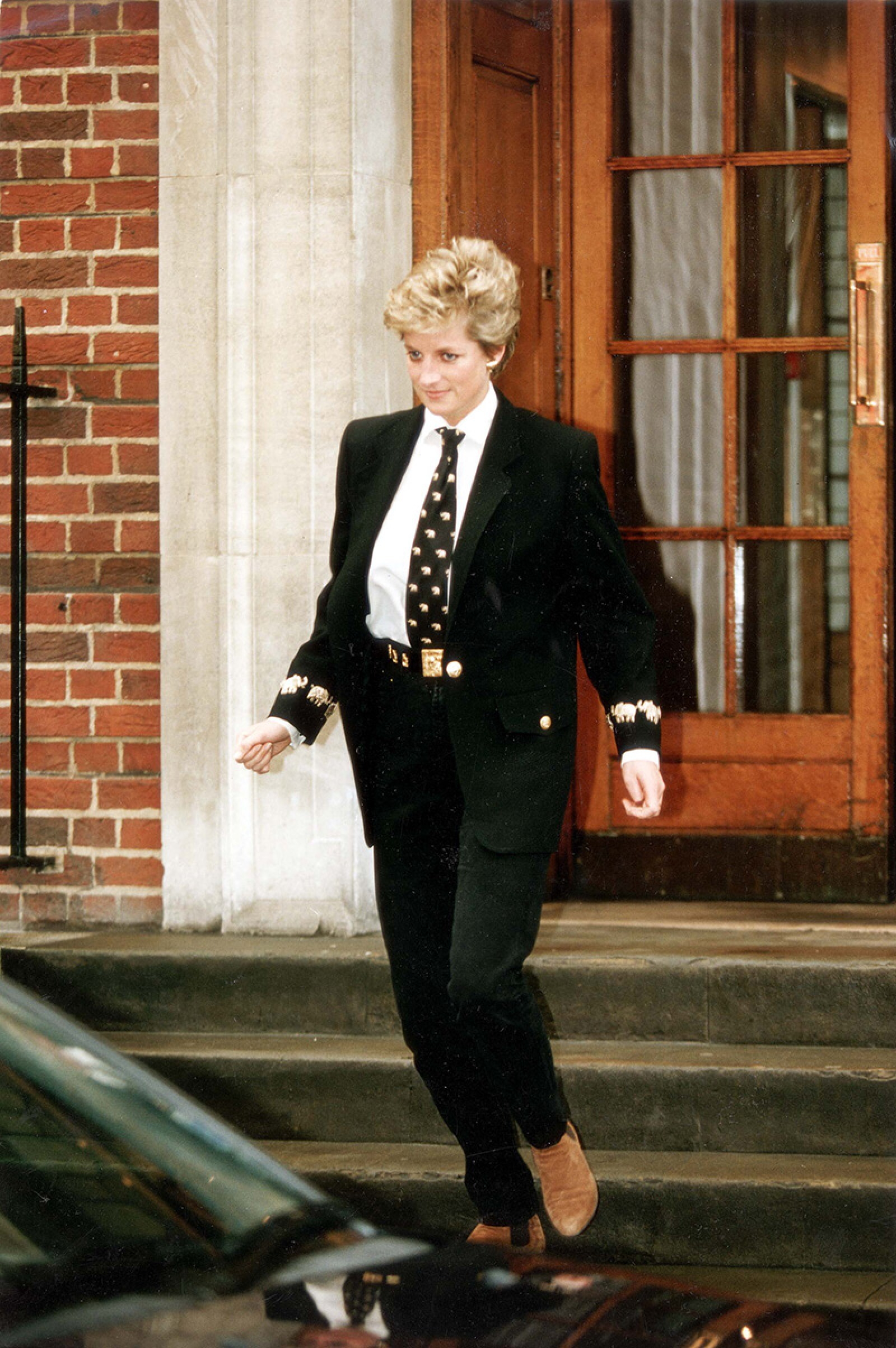 Diana Princess Of Wales - March 1994 Di Leaves St. Marys Hospital. Princess Diana Stepped Out Yesterday...but Whether She Was In Style Was A Matter Of Fierce Controversy. She Wore A Black Jacket And Tie Embroided With Gold Elephants And Black Jeans H