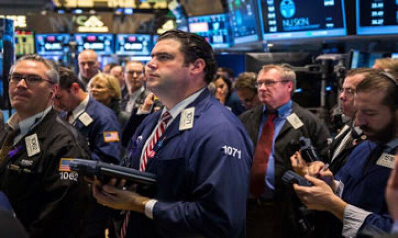 Wall Street también avanza tras múltiples acuerdos de fusión. (Foto: Reuters )