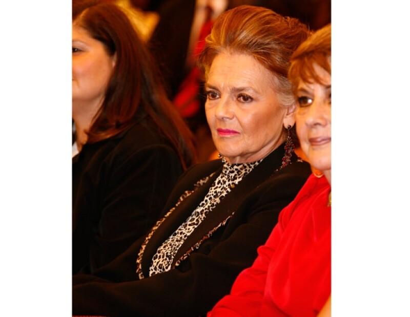 Verónica estuvo acompañada de su mamá, Kate, y el gran ausente fue su papá, Eric del Castillo.