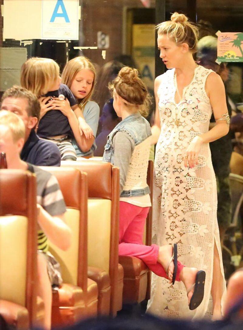Kate Hudson estuvo muy al pendiente de sus dos hijos y de los de Chris Martin.