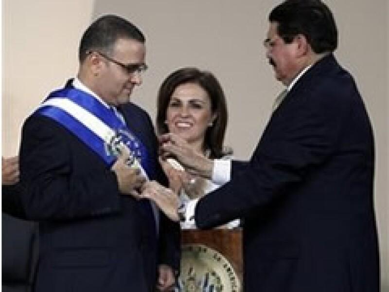 El presidente salvadoreño asumió en una sesión en la Asamblea Legislativa. (Foto: AP)
