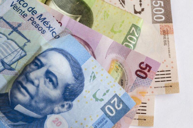 181114 peso tipo de cambio is Karla Rosales.jpg