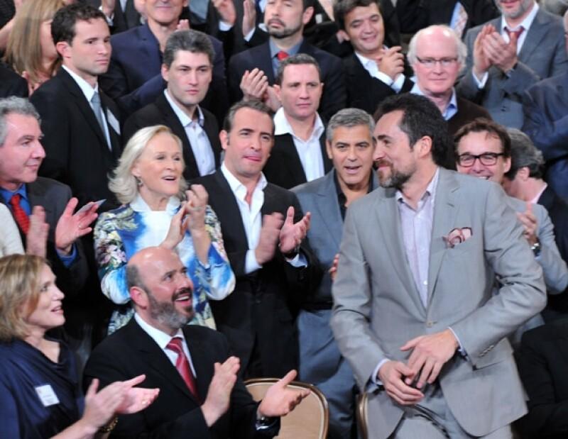 Personalidades como Glenn Close y George Clooney aplaudieron de pie la presencia de Demian Bichir.