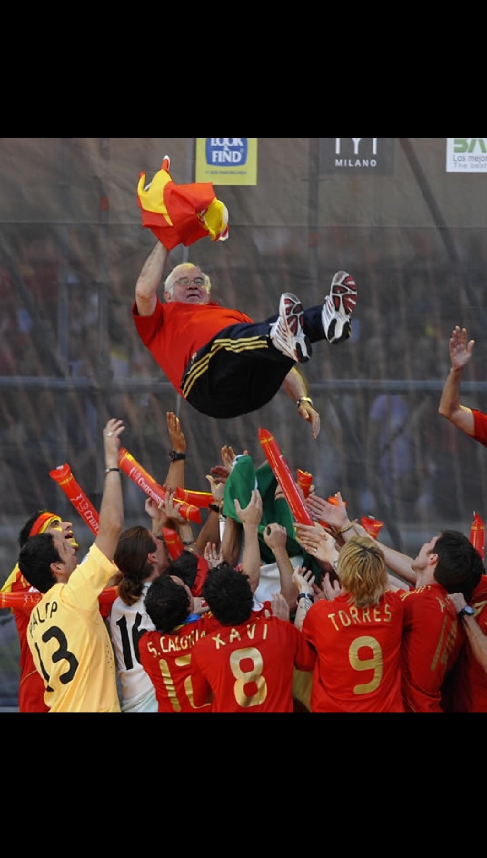 El 30 de junio en Madrid España celebrando la victoria ante Alemania 1-0 en la Plaza Colón