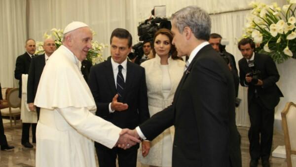 El presidente presentó al pontífice y a Miguel Ángel Mancera en el aeropuerto