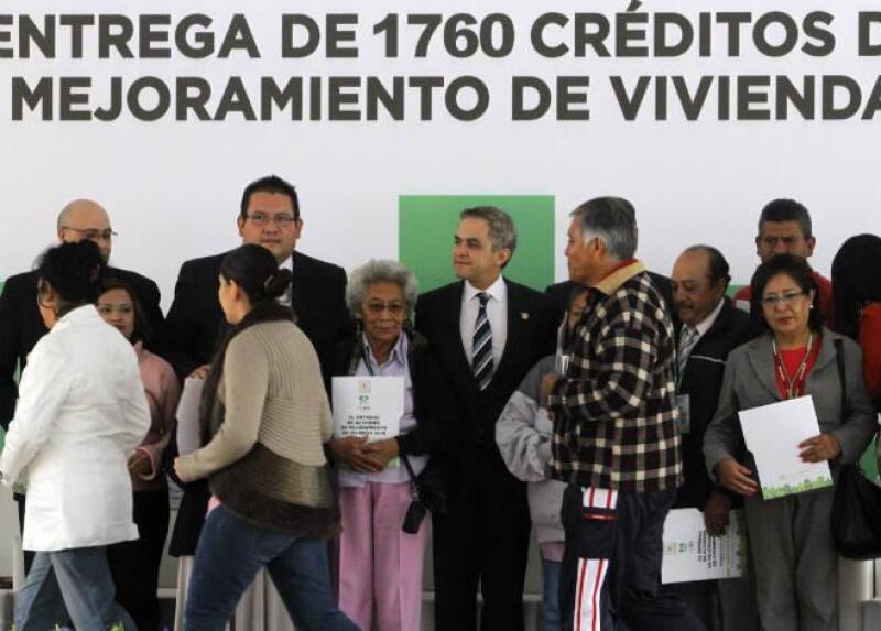 Entrega de cr�ditos para mejoramiento de vivienda en la Ciudad de M�xico