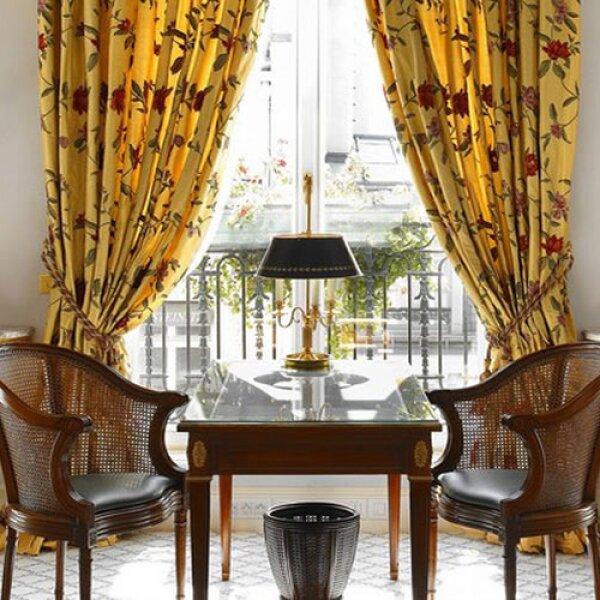 La elegancia es el slogan de este hotel, localizado en la afamada Rue du Faubourg Saint-Honoré en la capital de Francia. Le Bristol tiene más de 100 años invitando a los extranjeros a que disfruten...