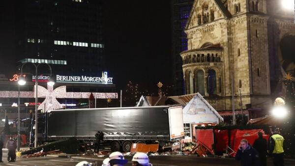 Un camión de carga impacta contra un mercado navideño en Berlín
