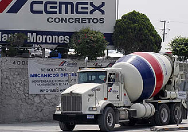 Cemex decidió participar en las licitaciones de mantenimiento de vialidades, como la del encarpetamiento con concreto del Circuito Interior en el DF. (Foto: AP)