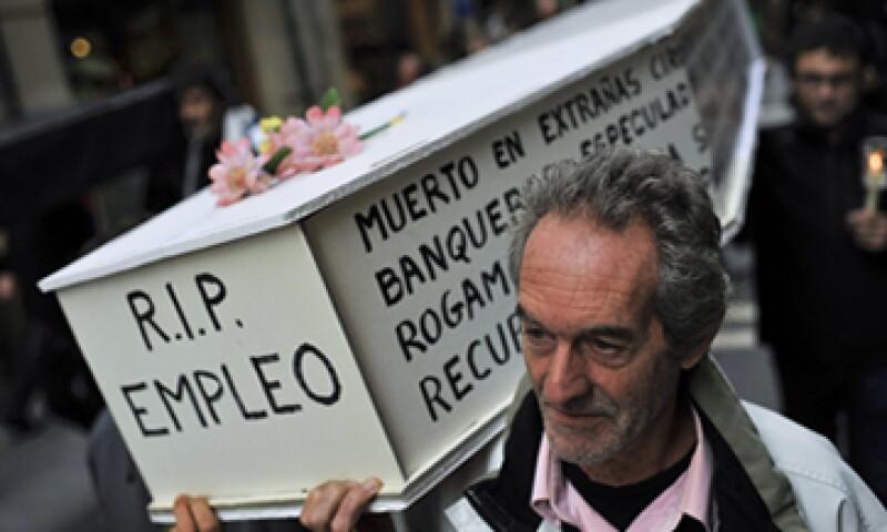 En España, el porcentaje de horas extras no pagadas se disparó 28.6% en 2013. (Foto: Archivo)