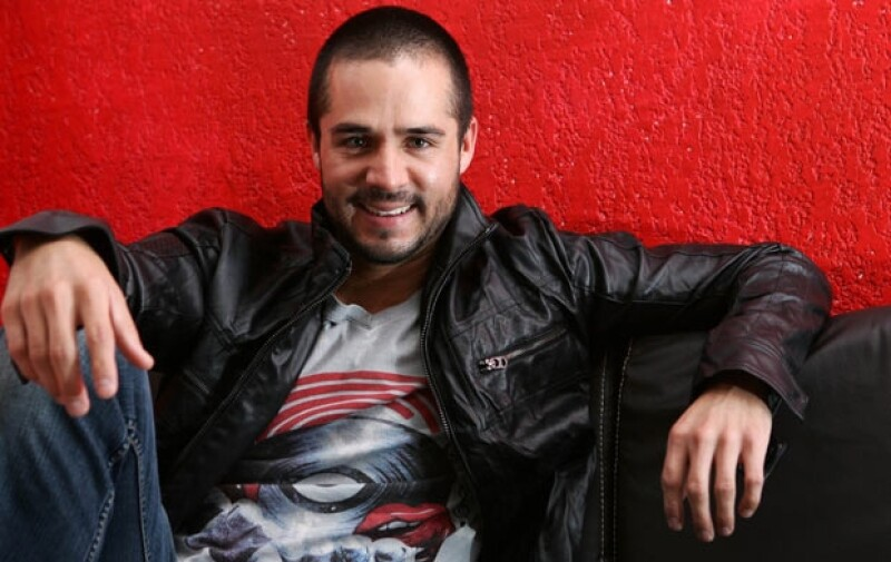 El guapo actor originario de Guadalajara, aseguró que nunca se ha encontrado con una mujer que no sepa amar.