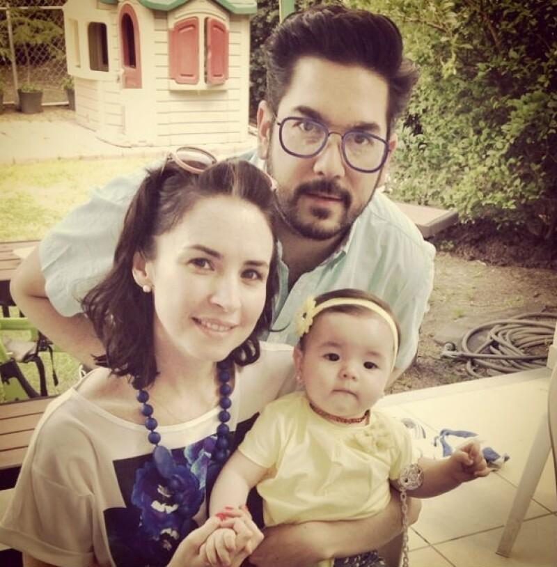 Andrea con su esposo Pedro Ortiz de Pinedo y su hija Regina.