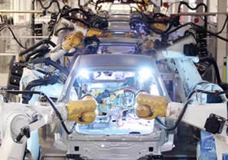 El sector automotriz podría crecer este 2010, advierte la AMIA.  (Foto: AP)