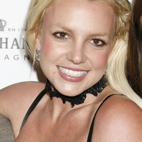 Britney Spears- Después de que la cantante se atrevió a raparse, intentó arreglarlo con extensions de pelo desordenadas y mal acomodadas.