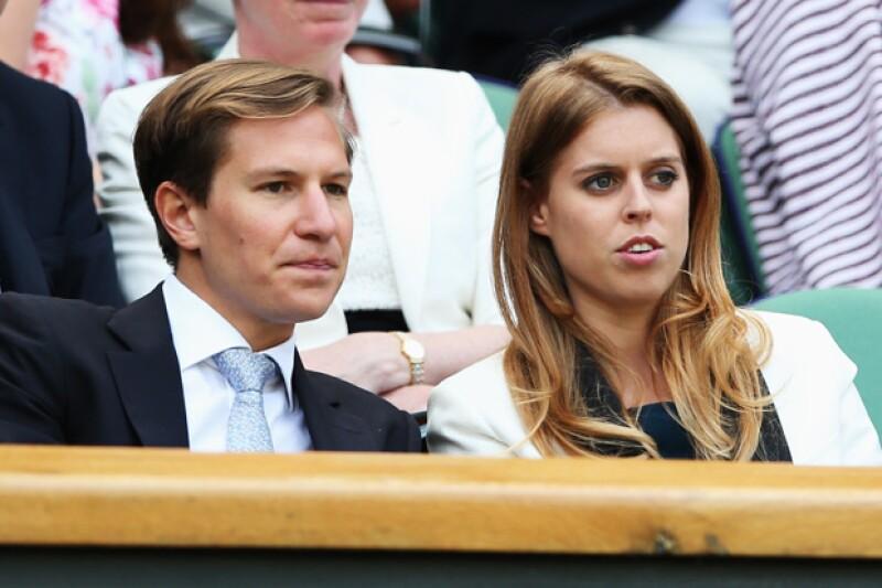 Beatriz y Clark, atentos en un partido de tenis de Wimbledon.