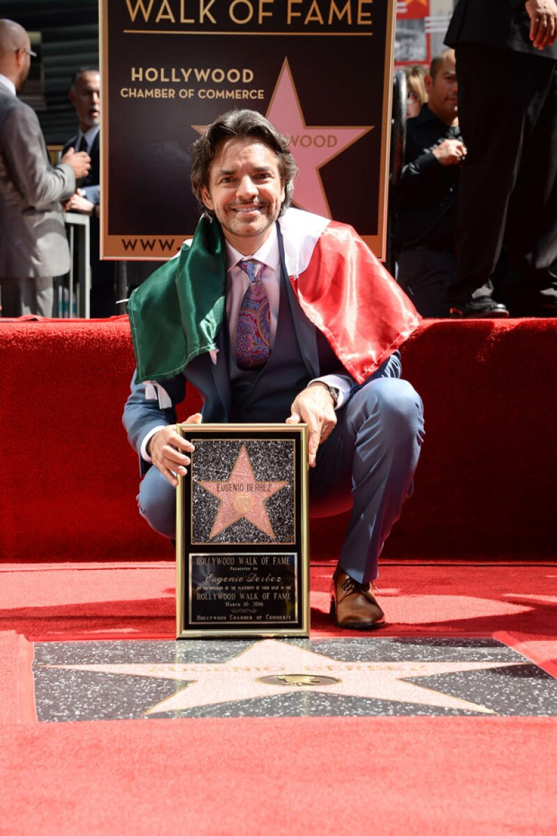 El actor develó ayer su estrella en el Paseo de la Fama en Hollywood.