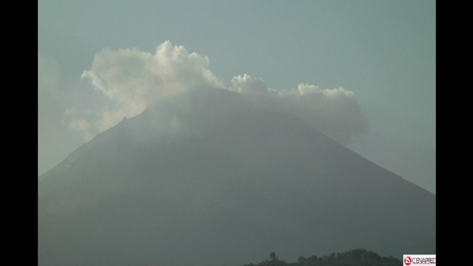 fumarola en el volcan popocatepelt