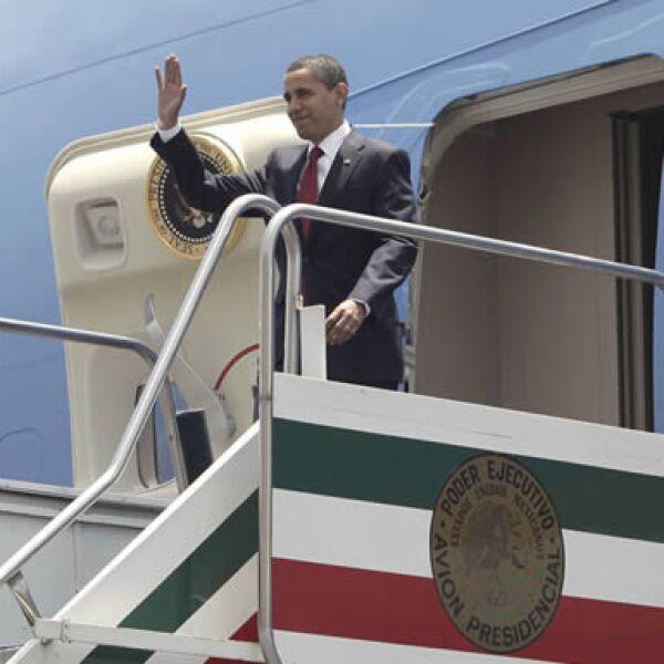 El presidente estadounidense arribó la tarde de este jueves a la Ciudad de México para tratar de intensificar las relaciones bilaterales. Fue recibido por la Canciller, Patricia Espinosa, y el embajador de México en EU, Arturo Sarukhán.