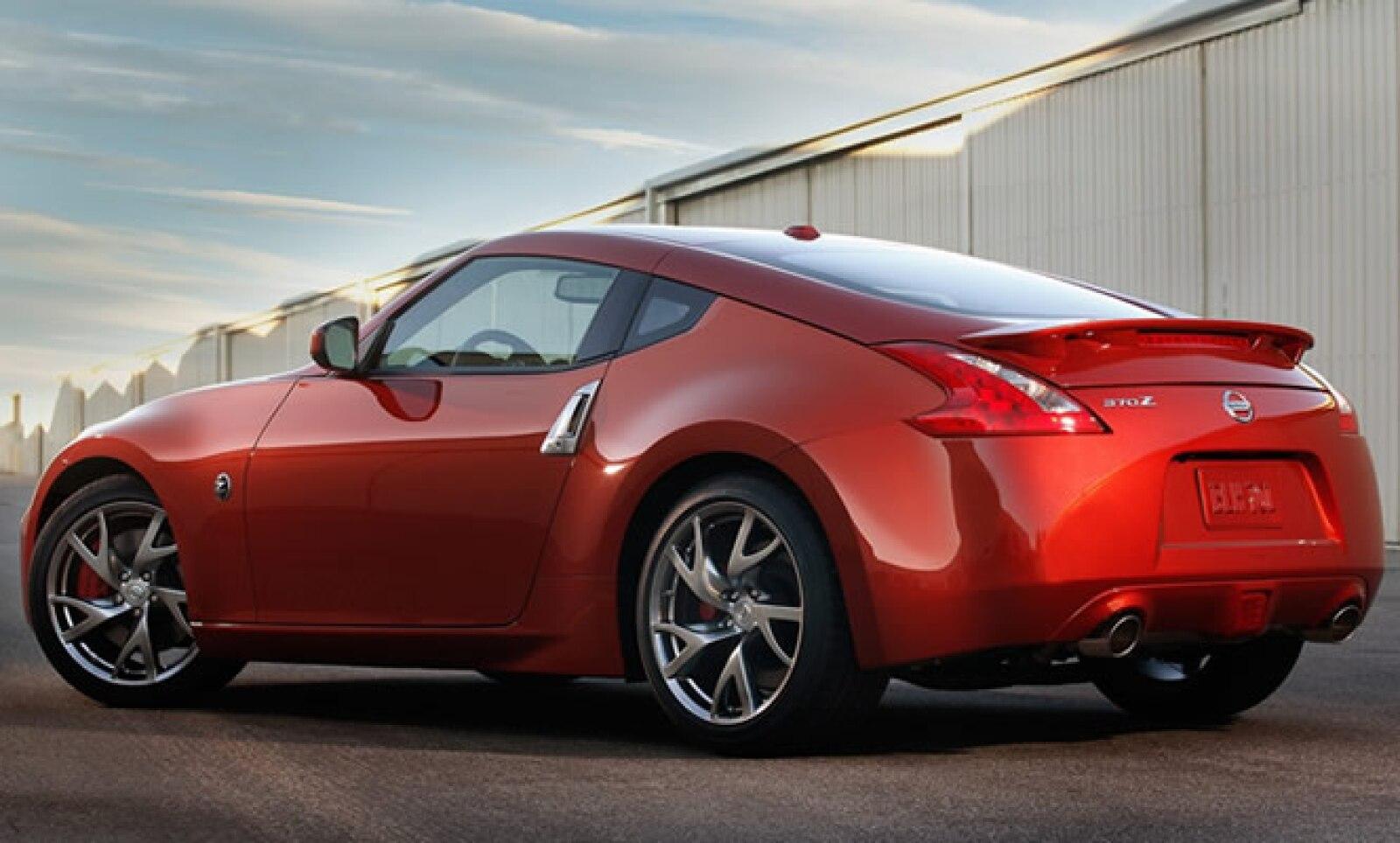 Mecánicamente no presenta cambios frente a su anterior versión, con un motor de 3.7 L V6 con 332 caballos de fuerza, transmisión manual de seis cambios y automática de siete.