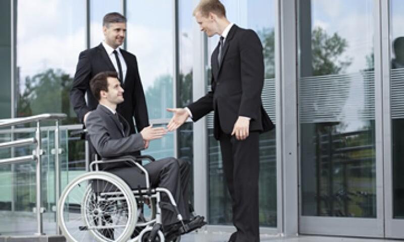 Un paso importante al incluir personas con discapacidad en tu plantilla, es concientizar al personal de recursos humanos para que sean sensibles desde el reclutamiento. (Foto: iStock by Getty Images )