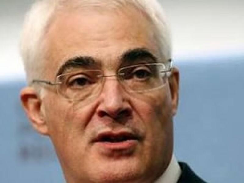 Alistair Darling, ministro de Finanzas británico, sugirió reforzar la ayuda a los organismos internacionales. (Foto: Reuters)