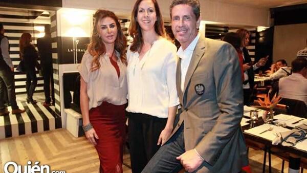 Alejandra Fountanet con Fernanda y Miguel Ortiz Monasterio