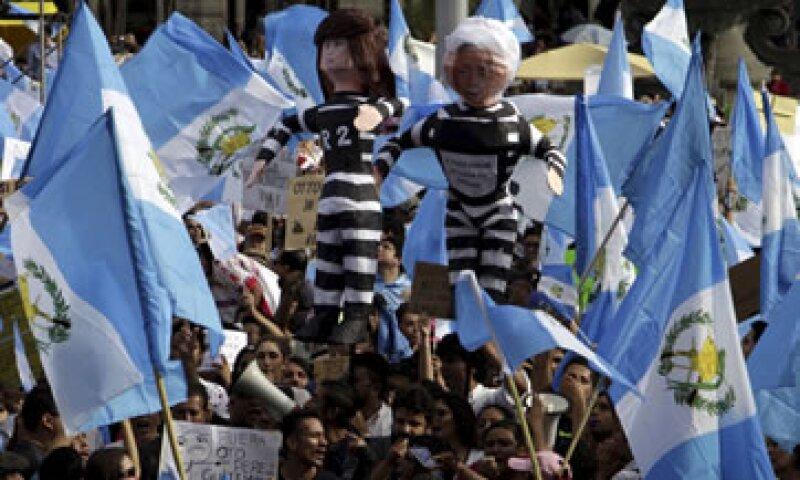 Miles de ciudadanos guatemaltecos salieron a la calle para pedir la renuncia de Otto Pérez Molina. (Foto: Reuters)