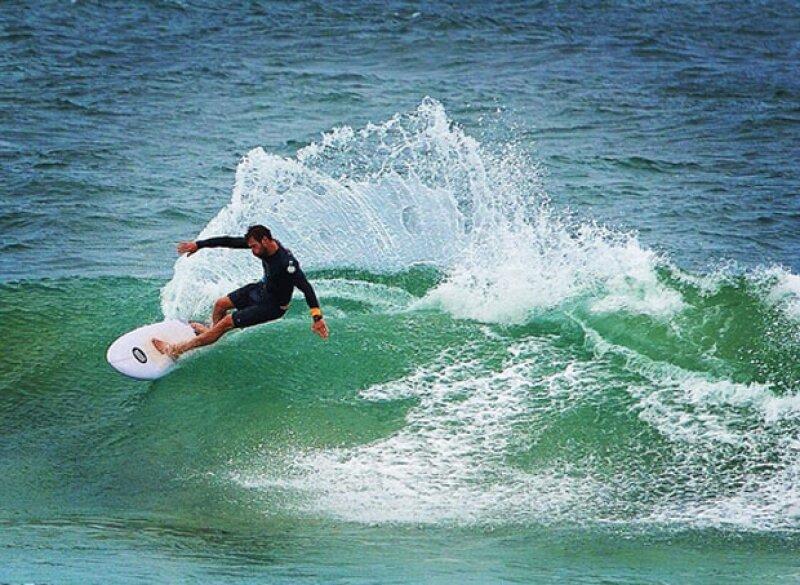 Como buen australiano, a Chris le encanta el surf.