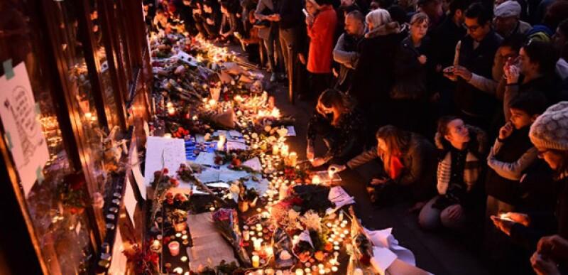 Tristemente los ataques en París y Beirut se suman a la lista de actos de violencia que cada día suceden alrededor del mundo, pero hay una forma muy simple de poner un granito de arena de paz.