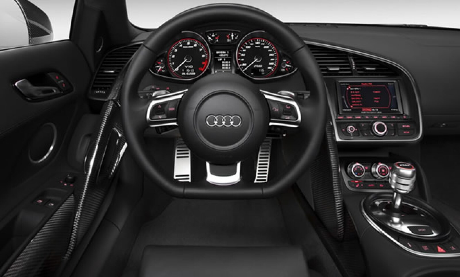 La transmisión de serie es una manual de seis posiciones, aunque la automática de nombre R-Tronic es opcional.