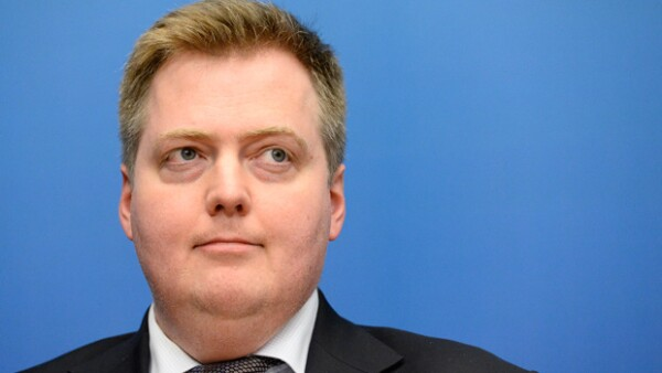 Según informó el vicepresidente del Partido Progresista de este país, Sugður Ingi Jóhannsson, Sigmundur David Gunnlaugsson renunció luego que se diera a conocer la filtración de acuerdos financieros.