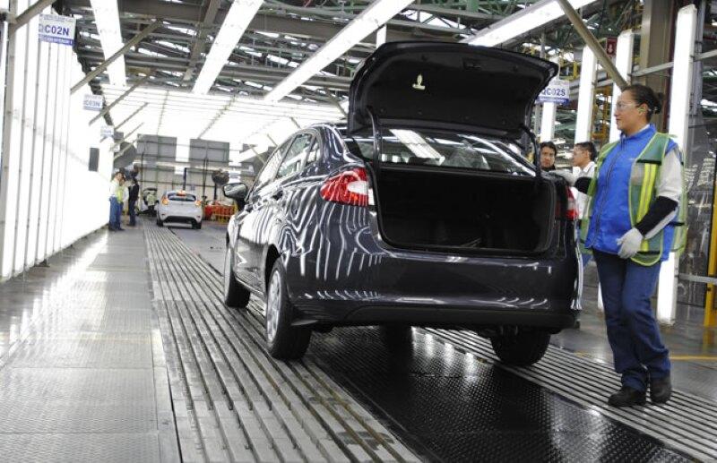 El sector automotriz emplea a 17.9% del total de mujeres ocupadas a nivel nacional.
