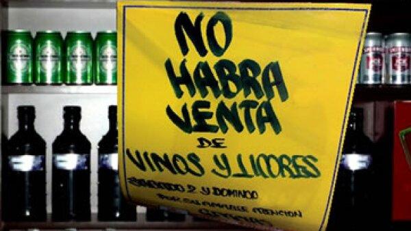 La ley seca aplica para tiendas de autoservicio, cantinas, bares, pulquerías y vinaterías. (Foto tomada de Chilango.com)