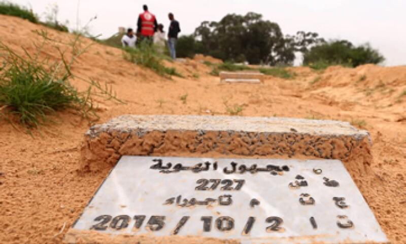 Muchas tumbas no llevan nombre, solo la fecha del hallazgo del cuerpo, que en ocasiones se remonta a 2012. (Foto: AFP)