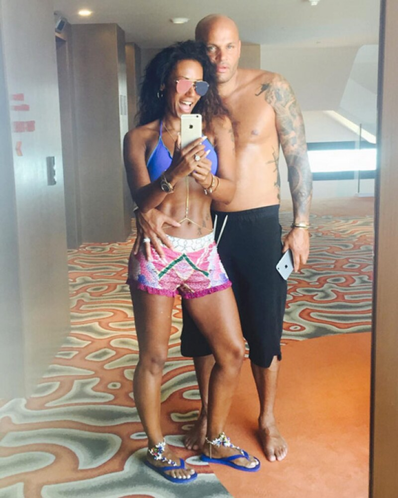 La cantante admitió haber perdido 14 kilos y realizado una rutina de ejercicio que le ha hecho verse espectacular.