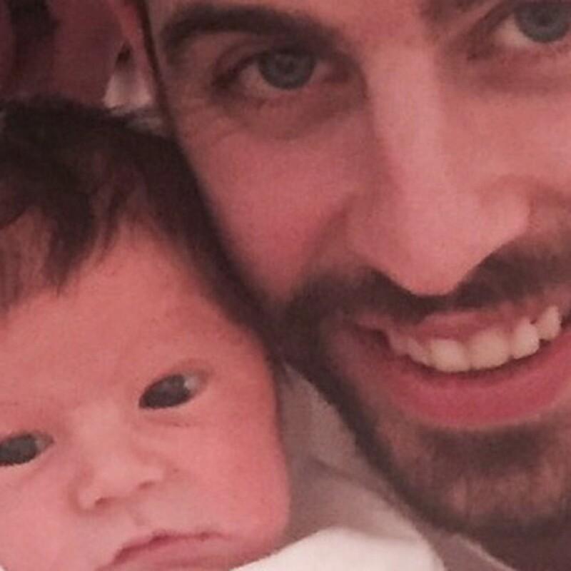 Fue a solo unos días de haber nacido que Piqué y Shakira presentaron a su bebé al mundo.