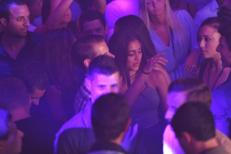 Lourdes asistió a un club nocturno en Cannes.
