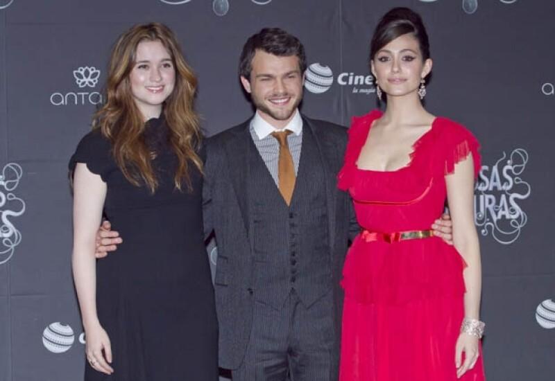 """Ayer por la noche se estrenó el México la primera parte de la saga """"Dieciséis lunas"""", en donde vimos a los protagonistas, Alice Englert, Alden Ehrenreich y Emmy Rossum."""
