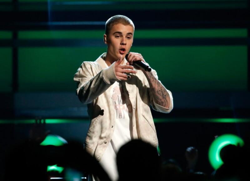 A los cantantes les ofrecieron varios millones de dólares por cantar en eventos del Partido Republicano en Ohio, aunque ambos decidieron declinar la oferta.