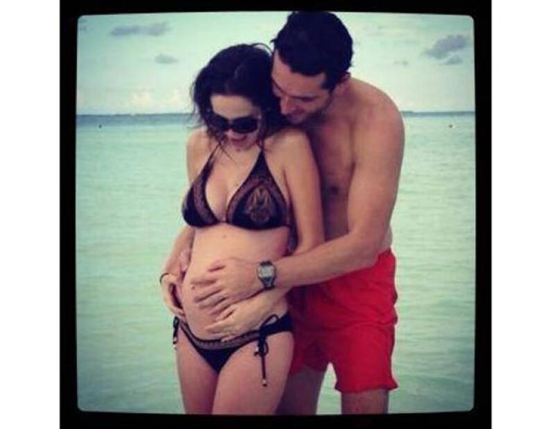 La felicidad de Martín por lallegada de sus bebés es tal que no para de compartir con sus seguidores en Twitter imágenes de su `panzona´; en estas fechas de regalos, él presume orgulloso el suyo.
