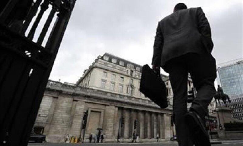 Gran Bretaña inició una reforma sobre la tasa de interés en el marco del escándalo de manipulación que involucra a varios bancos.  (Foto: Reuters)