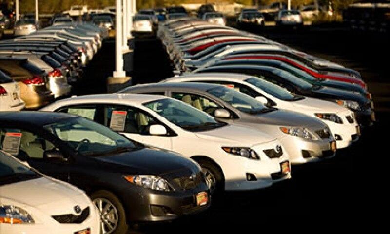En la última década, las ventas de autos de EU eran de hasta 17 millones de unidades, según IHS Automotive. (Foto: Cortesía Fortune)
