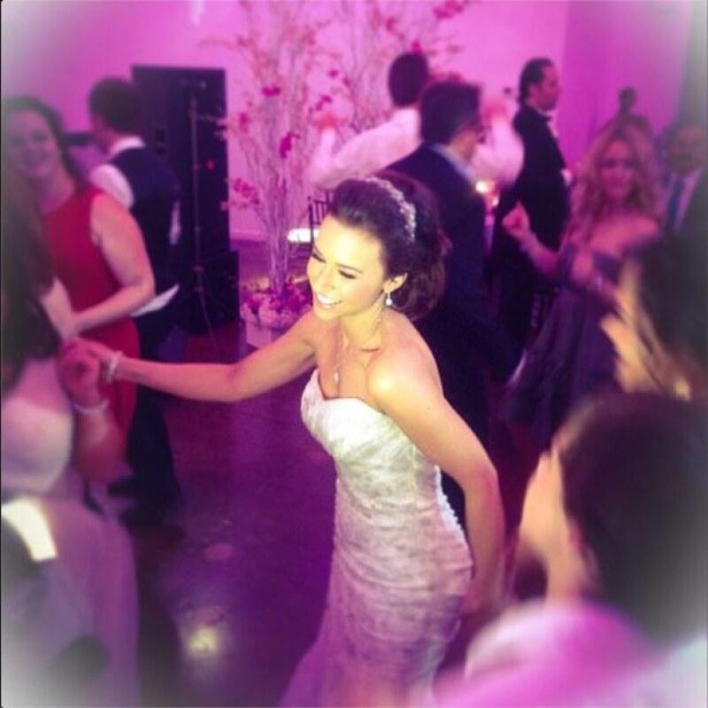 Lacey se divirtió en grande en su boda.