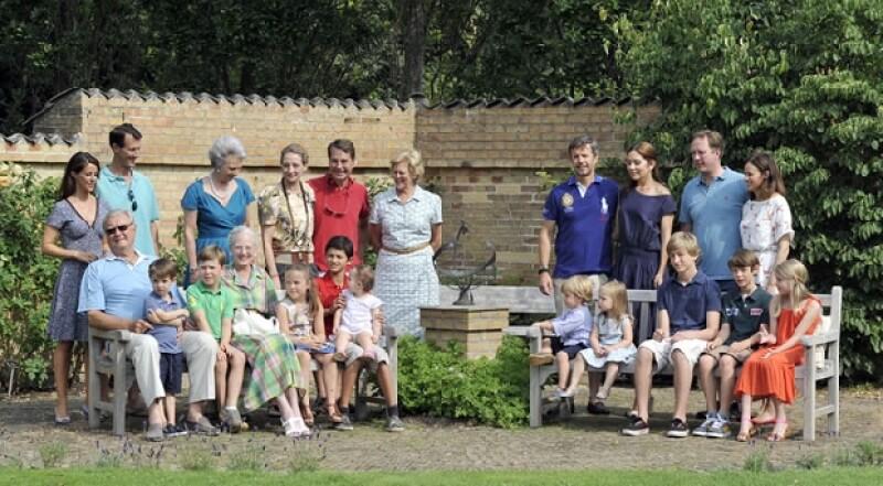 Toda la familia real danesa en una sesión de fotos.