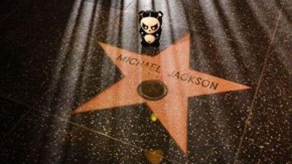 La estrella fue colocada en el Casino Palms Resort enfrente de los teatros Brenden y en donde de manera espontánea los fans dieron muestras de homenaje al cantante.